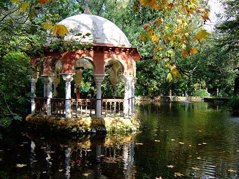 Can we bike around Parque de Maria Luisa?