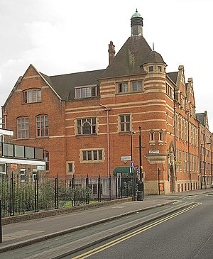Courtyard Theatre, London - Image: Passmore Edwards Free Library, Shoreditch (geograph 4155391)