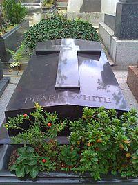 Pearl-White-grave.jpg