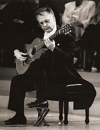 La postura di un chitarrista classico