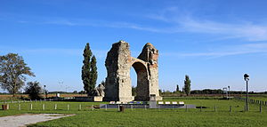 Petronell-Carnuntum - Image: Petronell Heidentor (2)