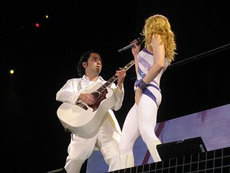 Monte Pittman - Monte Pittman and Madonna in the Confessions Tour (2006).