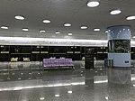 Platform of Hongqiao Airport Terminal 2 Station from train of Shanghai Metro Line 10 2.jpg