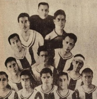 Hércules CF - Hércules FC first team in the 1920s with Vicente Pastor Alfosea, the founder of the club, in the background.