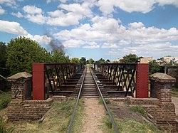 Puente del FCGB sobre antiguo cauce del río Matanza (2).JPG