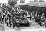 Szovjet T–64-ek kivonulása