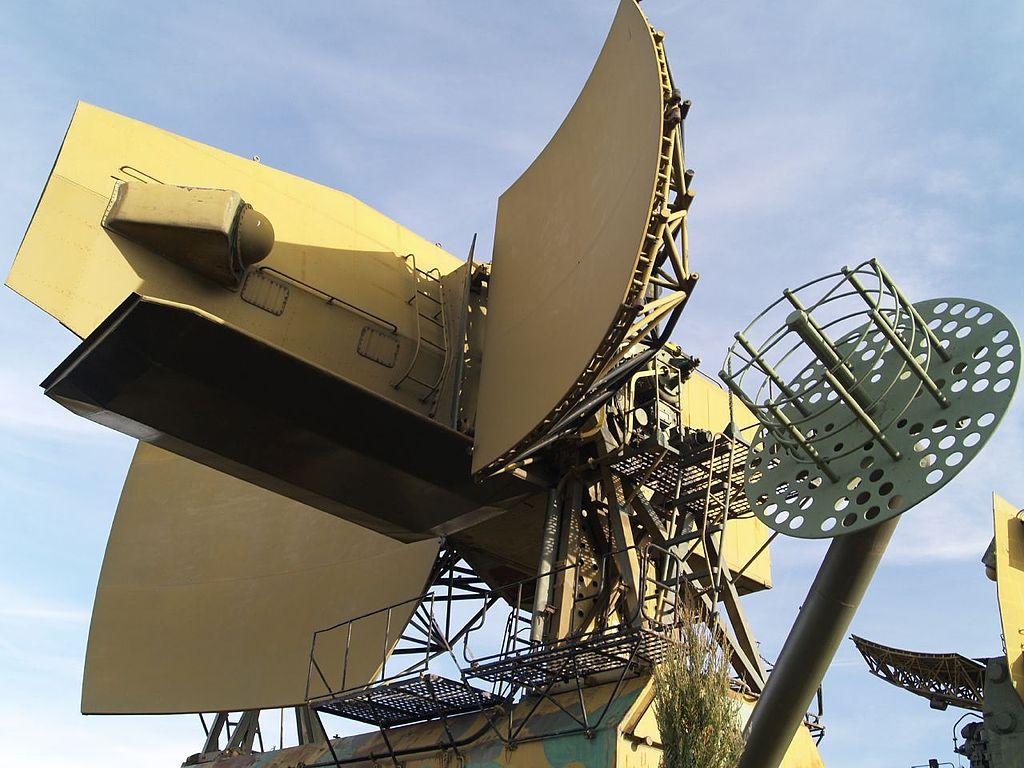 1024px-Radar_antenna_in_Kecel.jpg
