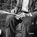 """Raspet Jože plete """"slamco"""" (začetek pletenja). Zakriž 1954.jpg"""