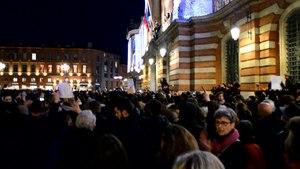 File:Rassemblement CharlieHebdo TLSE - footage.webm