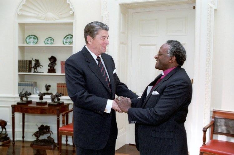 Reagan with Desmond TutuC26199-10