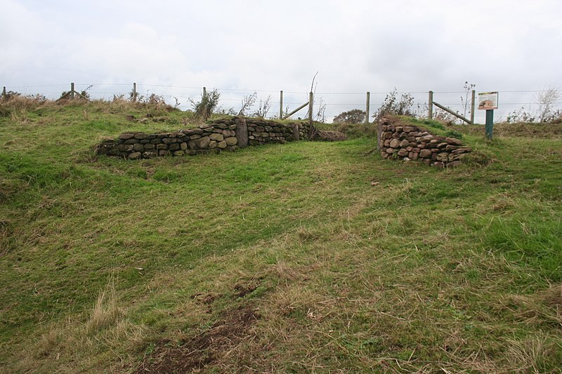 File:Reconstructed gateway, Eddisbury hillfort.jpg