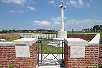 Red Farm Military Cemetery 2.JPG