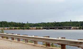 English: Highway 117 at Reservoir Dozois and t...