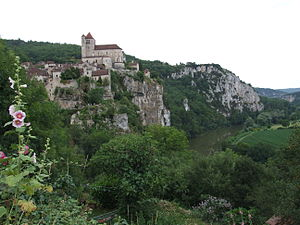 Saint-Cirq-Lapopie - Saint-Cirq-Lapopie overlooking the Lot River