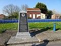 Saint-Venant, stéle dédiée aux officiers du Royal Welch Fusiliers.jpg