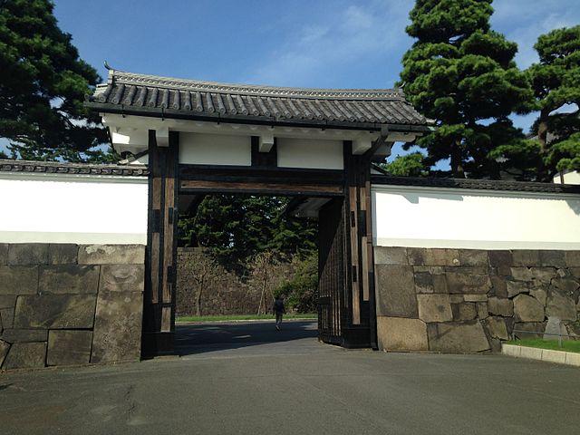 640px-Sakuradamon_Gate_(Koraimon_Gate)_o