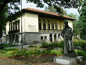 Samokov - Samokov Historical Museum with the statue of Zahari Zograf
