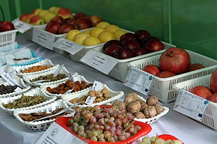 Samples of Afghan fresh and dried fruits.jpg
