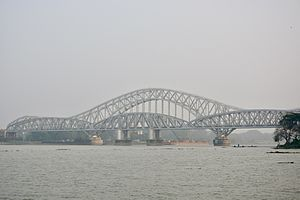 Jubilee Bridge (India) - The new bridge, Sampreeti Bridge on the background.