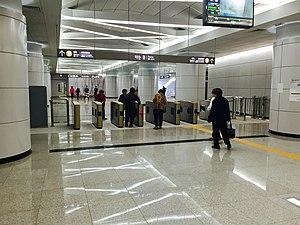 Samseong Jungang Station - Image: Samseong Jungang Station 20150328 145821126