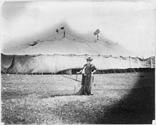 Sarah Bernhardt, 1844-1923, full length, standing, facing right, in front of her tent at Dallas, Texas, Mar. 26, 1906 LCCN2005692238.jpg