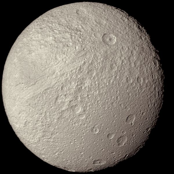 Berkas:Saturn's Moon Tethys as seen from Voyager 2.jpg