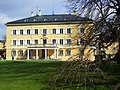 Schloss Tutzing, Blick vom See zum Haupthaus (2).jpg