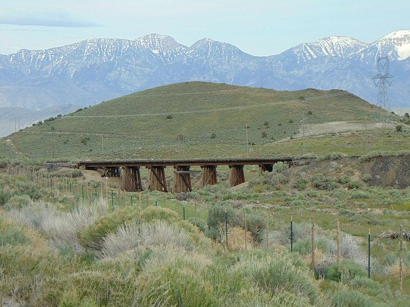 File:Short trestle bridge on Burgin Spur in Big Canyon, Utah, May 16.jpg