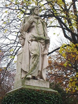 Simón de Roxas Clemente y Rubio - Statue of Simón de Rojas Clemente y Rubio in the Real Jardín Botánico de Madrid