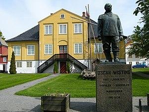 Oscar Wisting - Statue of Oscar Wisting at Larvik Maritime Museum (Larvik Sjøfartsmuseum)