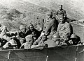 Soldaten in open vrachtwagen (2948560871).jpg