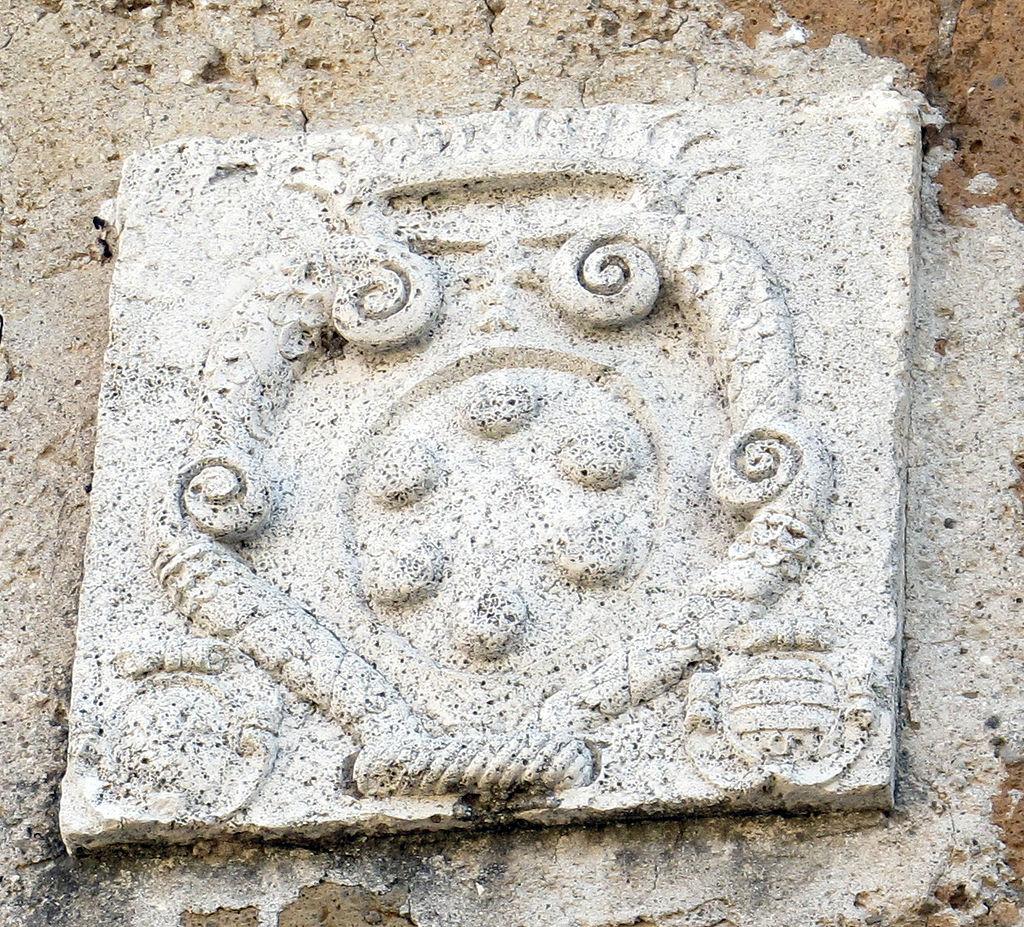 Sovana, stemma Medici