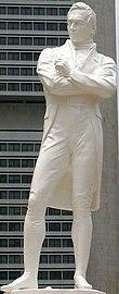 Blanka statuo de Sir Stamford Raffles staranta