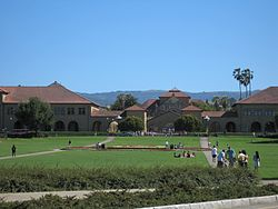 Stanford University view of the Oval.jpg