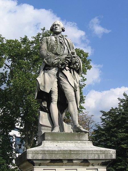 Statue de Claude Bourgelat à Maisons-Alfort (1)