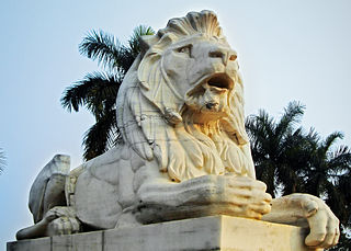 Statue of lion outside Victoria Memorial.jpg