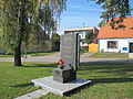 Strachotín, pomník.jpg