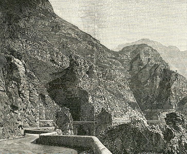 File:Strada d'Amalfi. Ponte Calcarone.jpg