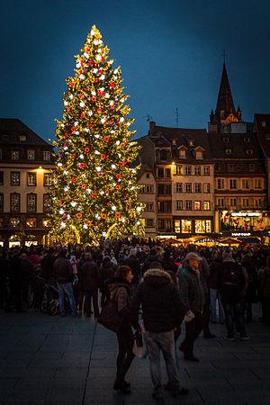 Christkindelsmärik, Strasbourg - Image: Strasbourg capitale de Noël grand sapin 2014 02