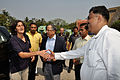 Sunita Lyn Williams Shakes Hands with Arijit Dutta Choudhury - Kolkata 2013-04-02 7392.JPG