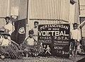 Suporter Pertandingan Sepakbola Purwokerto vs Purbalingga, 1932.jpg