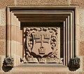 SydneyUniversity GreatHall SandstoneCrest 3.jpg