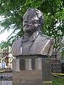 Szolnoki Galéria Baumhorn Lipót szobra.JPG