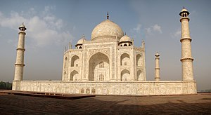 English: The eastern side of the famous Taj Ma...