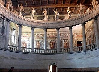 Teatro all'antica - Image: Teatro Olimpico Sabbioneta Galleria o PERGULA