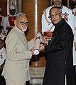 The President, Shri Pranab Mukherjee presenting the Padma Shri Award to Dr. Hasmukh Chimanlal Shah, at an Investiture Ceremony-II, at Rashtrapati Bhavan, in New Delhi on April 26, 2014.jpg