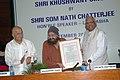 The Speaker, Lok Sabha, Shri Somnath Chatterjee presenting National Amity Award to Shri Khushwant Singh at a function, in New Delhi on September 26, 2008.jpg