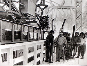 Timberline Lodge ski area - Image: Timberline skyway loading P1447