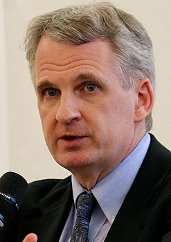 Timothy Snyder, 2016 (cropped).jpg