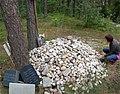 Treblinka. Kamienie zostawione przez krewnych z imionami zamordowanych bliskich.jpg